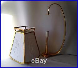 ANCIENNE LAMPE LITHOPHANIE EN PORCELAINE ET LAITON DORÉ signée MOTIF CBLF