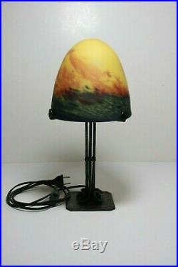Ancienne Lampe fer forgé art déco, avec dôme en pâte de verre gravé
