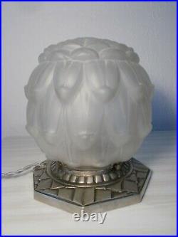 Ancienne lampe art deco 1930 en bronze argenté signé A. B globe boule en verre