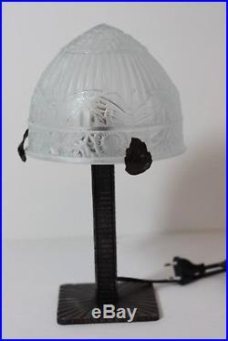 Ancienne lampe fer forgé, ART DÉCO avec globe en verre pressé moulé Décors