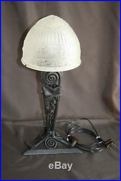 Belle lampe Art Déco Pied en fer forgé Globe pâte de verre