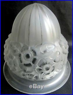 Dôme de lampe Art Déco, tulipe pâte de verre incolore, décor Fleurs en relief
