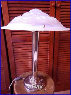 Exceptionnelle lampe Art Deco Moderniste Design verre bleuté signé P MAYNADIER