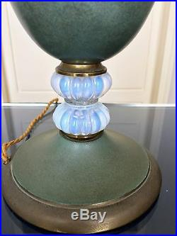Grande lampe Art Déco Dinanderie Verre opalescent Lampe de salon table métal