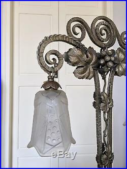 Grande lampe de table Art Déco Fer forgé double potence Tulipes verre dépoli