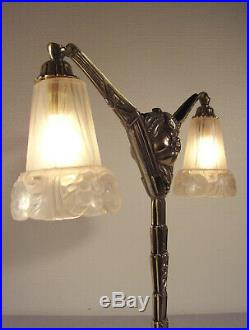 Grande lampe double art déco en bronze et tulipes en verre moulé pressé 1925