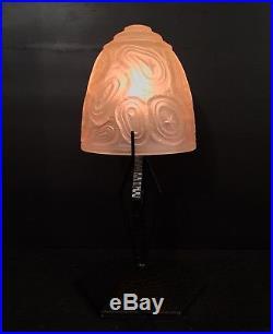 LAMPE ART DÉCO EN FER FORGÉ MARTELÉ. (Muller, Croismare, Degué)