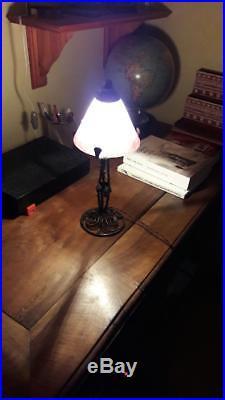 Lampe ART DECO fer forgé et pate de verre signée Degué