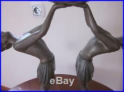 Lampe Art Deco Femmes Elevant Une Boule Signee Balleste Aux 2 Pieds