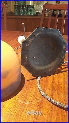 Lampe Art Deco Nouveau en fer forgé, pâte de verre orange, signée MULLER Lamp
