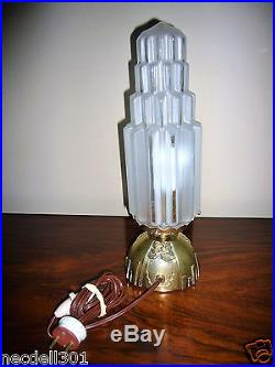 Lampe Art Déco bronze moderniste géométrique verre skyscraper Candlestick