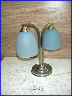 Lampe Art Déco moderniste deux feux avec tulipes en pâte de verre façon Clichy