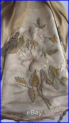 Lampe abat jour art deco elegante porcelaine vienne brodé epoque 1930 poupee