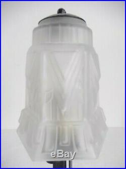 Lampe art déco, avec tulipe en verre moulé pressé, skyscraper