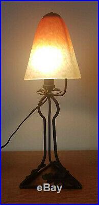 Lampe art déco en fer forgé, et pâte de verre Schneider