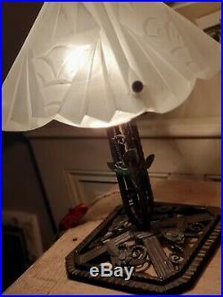 Lampe champignon art déco pied fer forgé vasque modèle connu de Degué