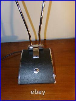 Lampe de bureau JUMO en métal Noir et métal CHROME, désignée par Eileen gray, c