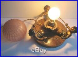 Lampe de table Art Déco, 3 chérubins assis jouant au cerceau, tulipe boule