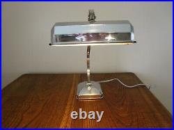 Lampe de table chromée Art Déco