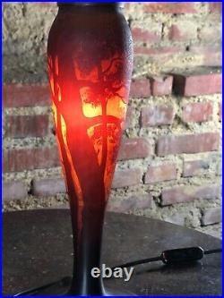 Lampe en pâte de verre époque Art déco, pied signé Muller et frères ht 54 cm