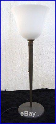 Lampe moderniste type Mazda métal laqué opaline blanche vers 1950