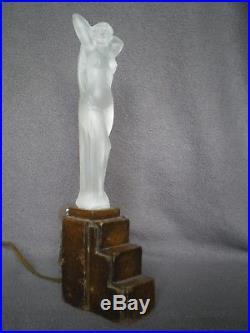 Lampe veilleuse statue en verre 1930 femme art deco antique lamp figurine woman