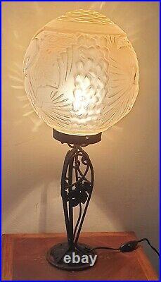 Muller Frères, Lampe/suspension Art Déco en verre moulé, pied en fer forgé