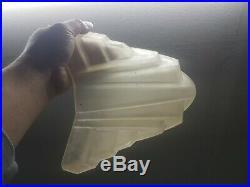 Obus de lampe ou lustre art deco en verre moulé degué