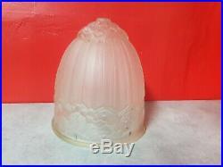 Obus de lampe ou lustre art deco en verre moulé des hanots j. Robert
