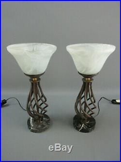 PAIRE LAMPES ANCIEN CHEVET FER FORGÉ MARBRE TULIPE PÄTE DE VERRE H 34 cm