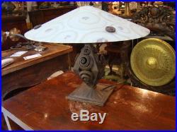 Pied de lampe Art Déco en fer forgé avec chapeau champignon en verre