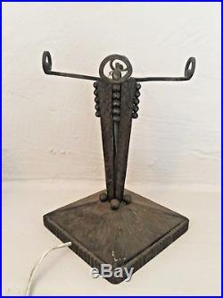 Pied de lampe en fer forgé Art Déco 1930 dlg Edgar Brandt pour globe Muller