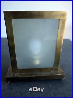 Superbe Lampe Art Deco En Laiton Incisé Et Plaque De Verre Opaque